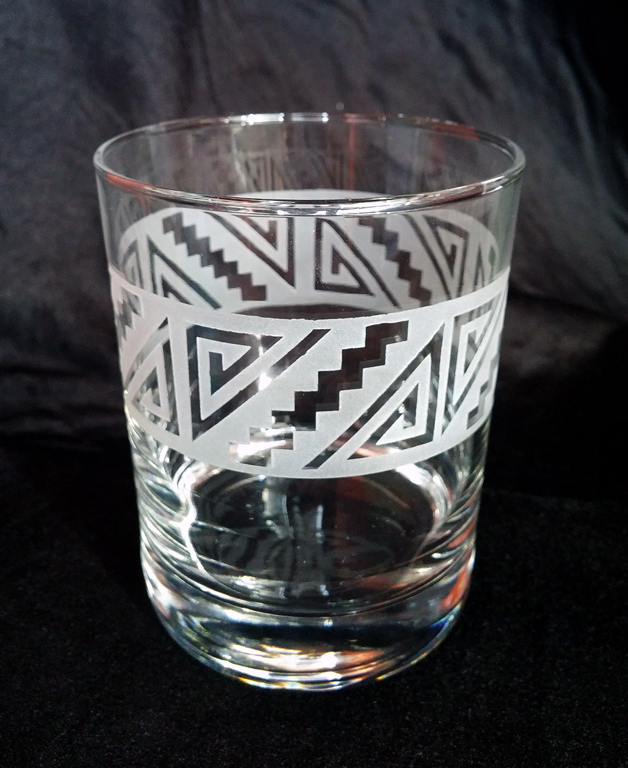 A finished scotch glass featuring the geometric design. (Image courtesy Ruth Dobbins)